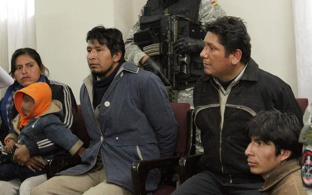 El Gobierno peruano confirmó en 2011 que tres de estos cuatro adultos están acusados de vínculos con la banda terrorista Sendero Luminoso.