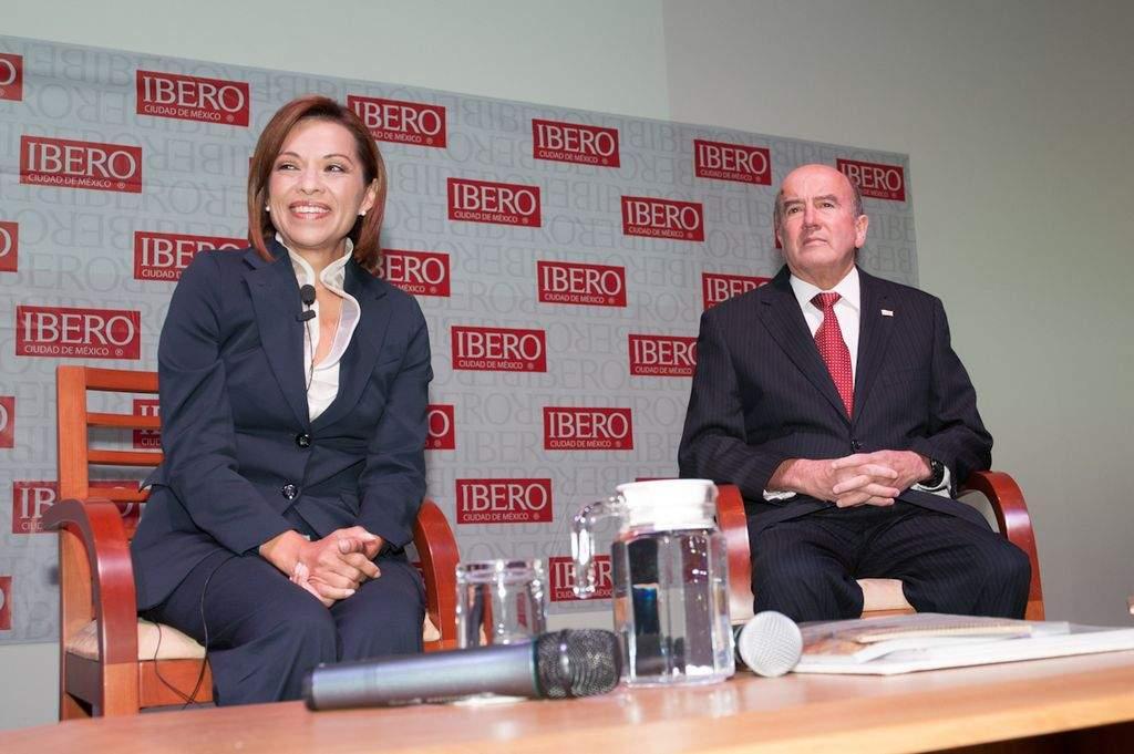 La candidata presidencial del PAN, Josefina Vázquez Mota, se reunió con estudiantes y profesores de la Universidad Iberoamericana.