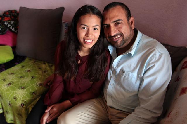Xesenia junto a Miguel, quien se hizo cargo de ella desde pequeña sin ser su padre biológico.