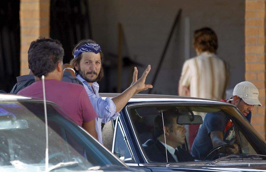 Diego Luna dirige en Hermosillo, Sonora la película Chávez: The Fight in the fields.