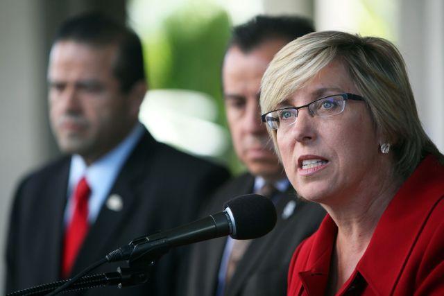 La contralora Wendy Greuel durante la conferencia de prensa.