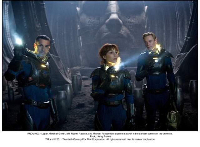 Logan Marshall-Green (izq.), Noomi Rapace y Michael Fassbender (der.)  en 'Prometheus'.