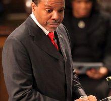 Arrestan a predicador de Atlanta por lastimar a su hija
