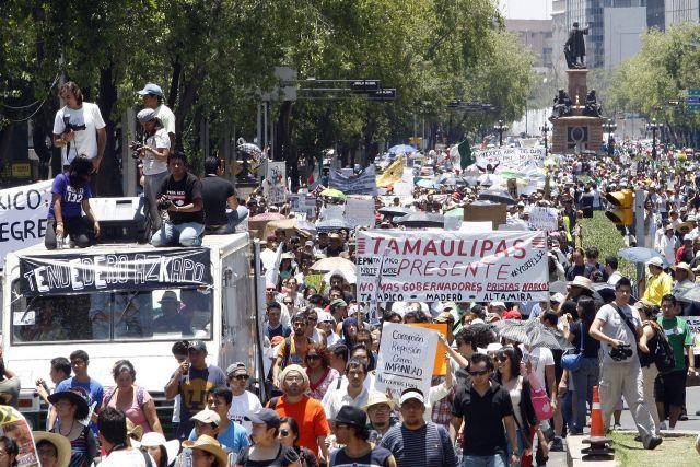 Miles de personas, en su mayoría estudiantes marcharon en la Ciudad de México.