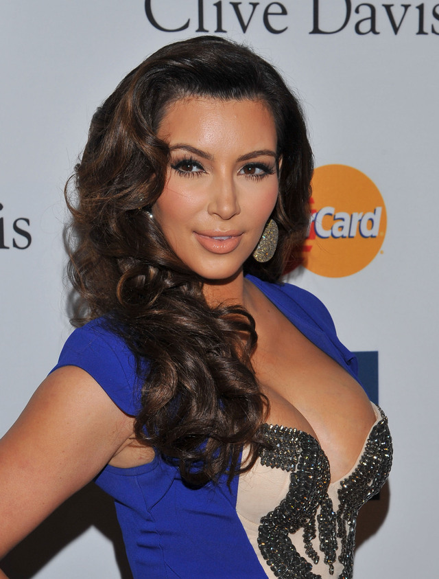 ¡Vaya regalo! Regala Kardashian a su novio un auto deportivo de 750 mil dólares