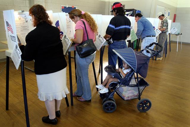 La batalla por convencer a los latinos para que voten se intensifica.