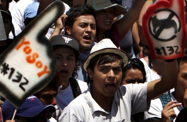 Integrantes del movimiento #Yosoy132, realizaron una marcha del Zócalo capitalino al Ángel de la Independencia.