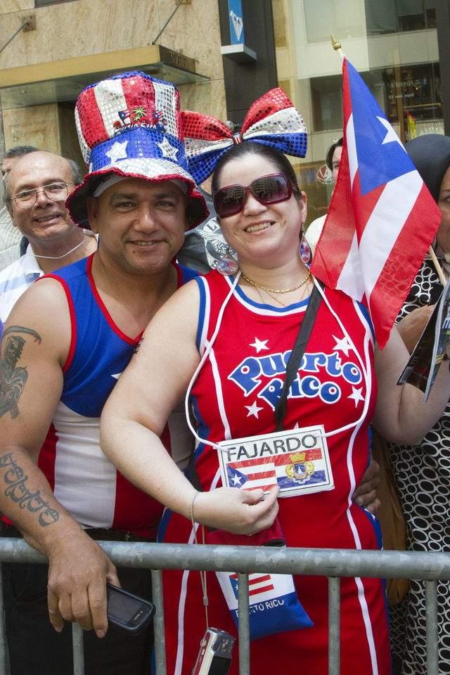 Miles, orgullosos de ser boricuas, se congregaron ayer a lo largo de la Quinta Avenida de Nueva York para celebrar el Desfile Nacional Puertorriqueño a ritmo de salsa y plena.