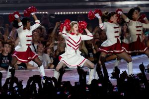Hijos de Madonna se matan por agradar a su madre