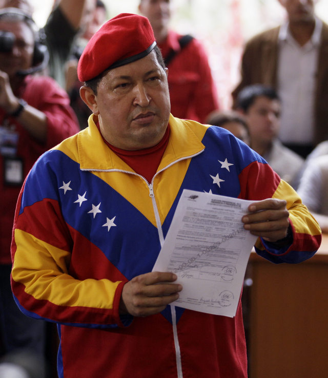 Hugo Chávez presenta su candidatura