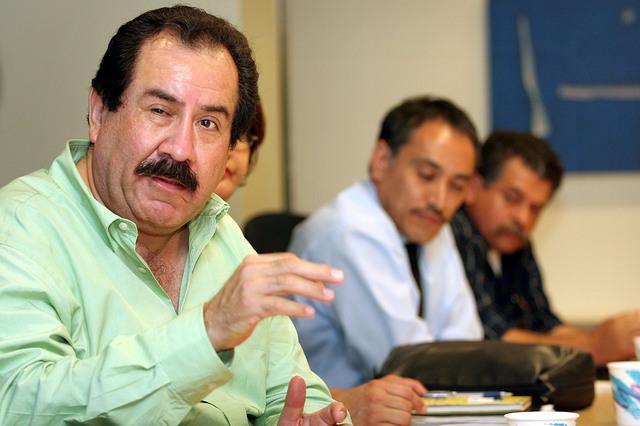 El concejal de Maywood, Felipe Aguirre, asegura que la  ciudad, con población  hispana,  ha tenido pocos ingresos.