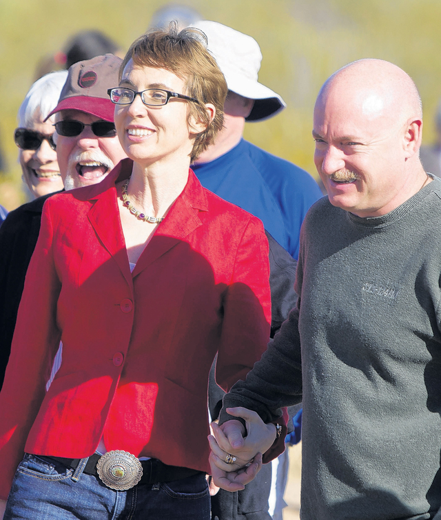 Gabrielle Giffords y esposo Mark Kelly en enero de este año.