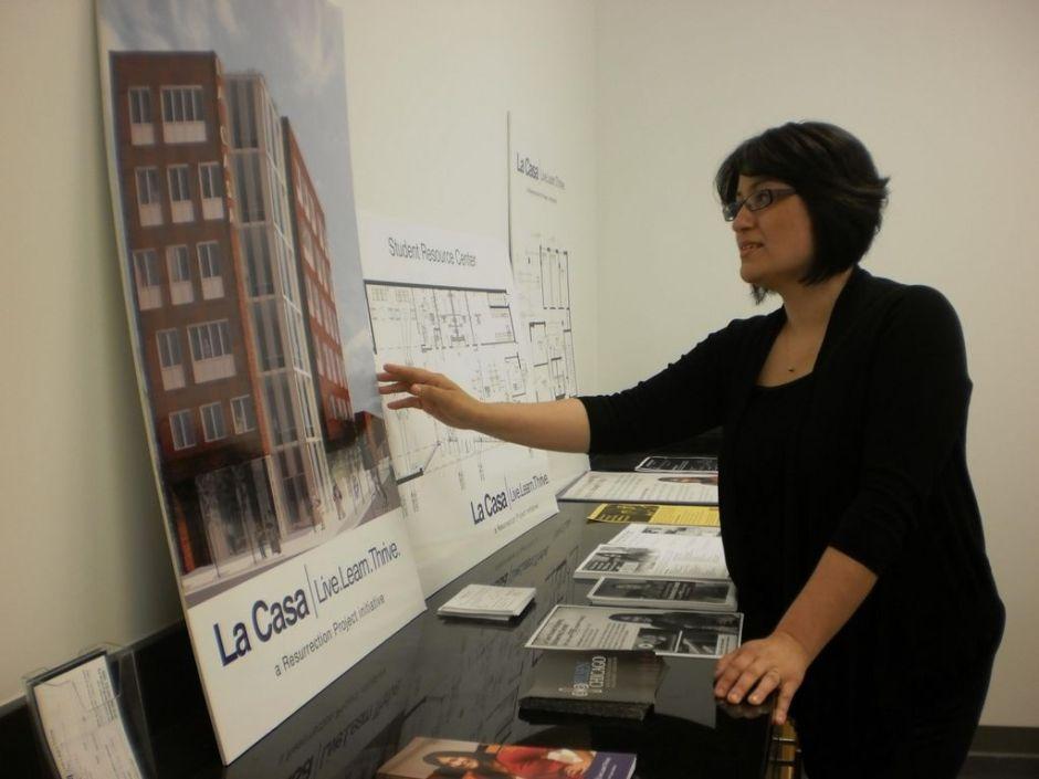 Estudiantes de Chicago buscan obtener becas para vivir en La Casa