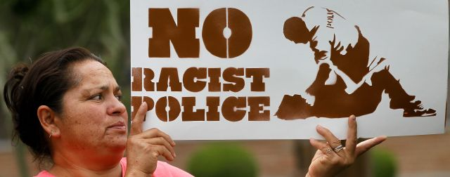 María Leyba de Phoenix protesta contra la ley de inmigración SB1070 en Arizona.