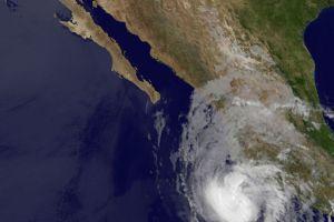 Emiten alerta de huracán en México por Carlotta