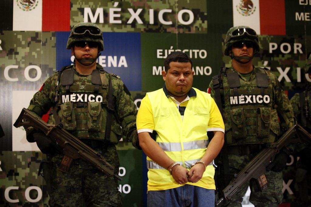 Villanueva fue arrestado por efectivos militares el  11 de junio en la ciudad de Monterrey, en el norte del país, junto con otros tres integrantes de su banda, que también fueron presentados ante la prensa