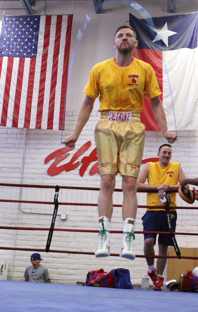 Andy Lee salta la cuerda du- rante  un entrenamiento.