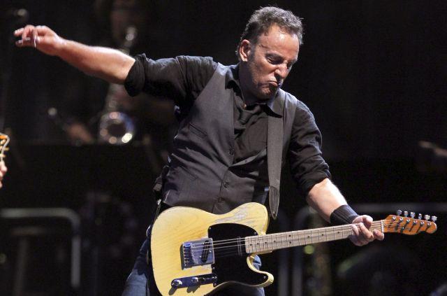 Bruce Springsteen en el concierto, que ha dado junto a la E-Street Band, en el estadio Santiago Bernabéu de Madrid.