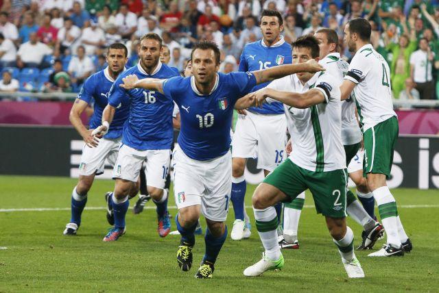 Italia clasifica con lo justo