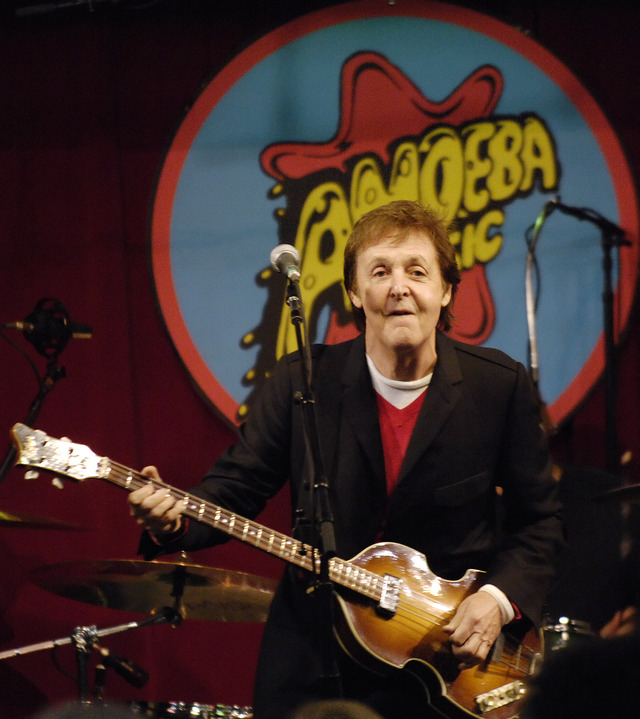 Paul McCartney celebra su 70 cumpleaños (Video)