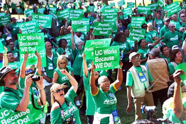 Cientos de miembros de AFSCME se manifestaron en el  MacArthur Park.