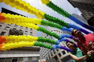 Comunidad gay viste de colores la Quinta Avenida (Fotos)