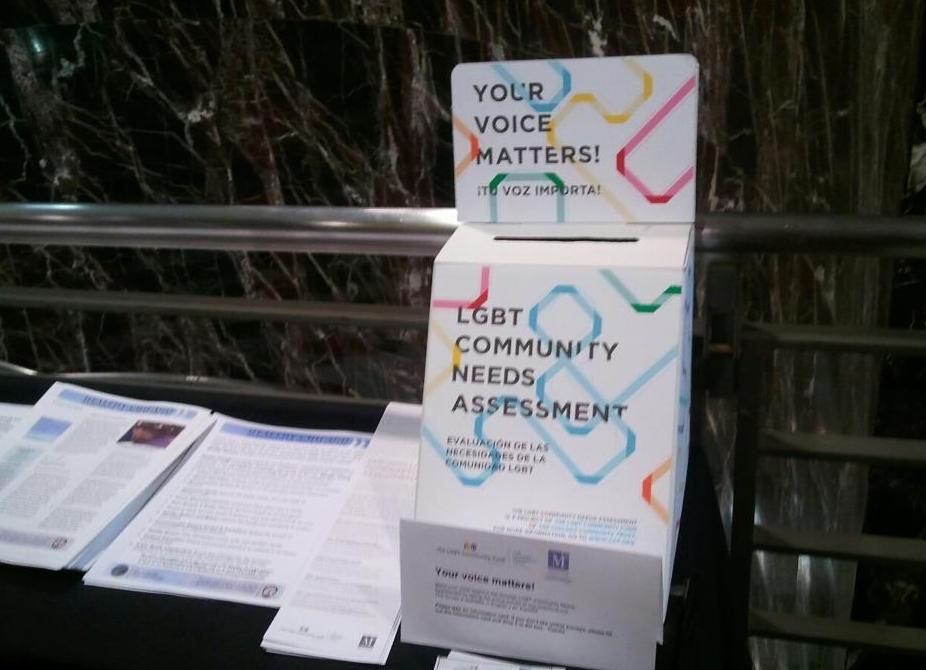 Comunidad hispana LGBT pidió mayor acceso a recursos en español.