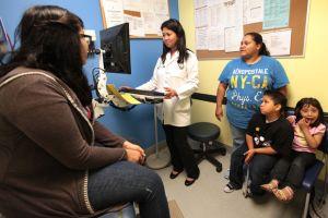 Cobertura médica a 2.7 millones en LA