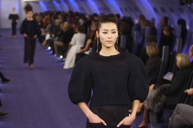 Una modelo durante el desfile reciente de Chanel en la capital francesa con diseños creados por Karl Lagerfeld.