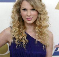 Taylor Swift lanza nuevo perfume de Elizabeth Arden