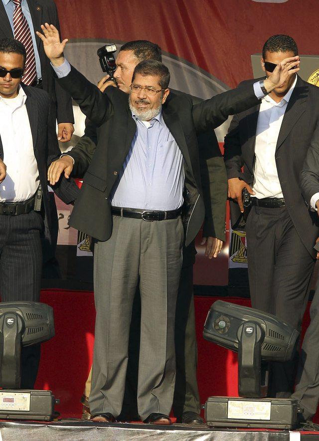 Morsi jura simbólicamente en la plaza  Tahrir ante egipcios