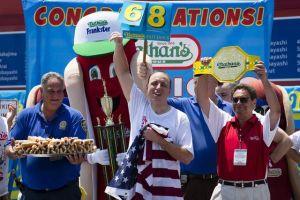 El concurso de hot dogs más famoso de Estados Unidos se llevará adelante el 4 de julio y puertas adentro