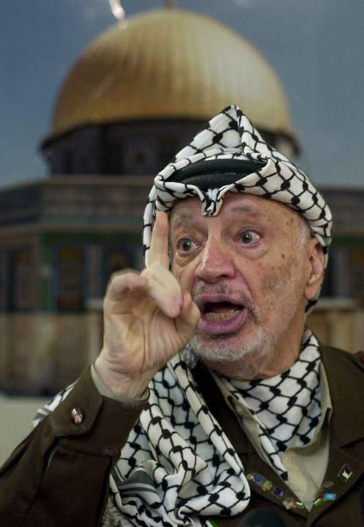 Relacionan rastros de radioactivo con muerte de Arafat