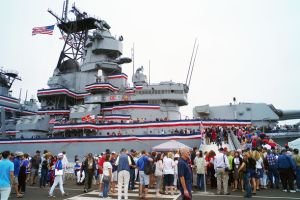 Abre museo USS IOWA