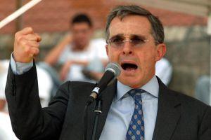 Uribe presenta coalición contra Santos