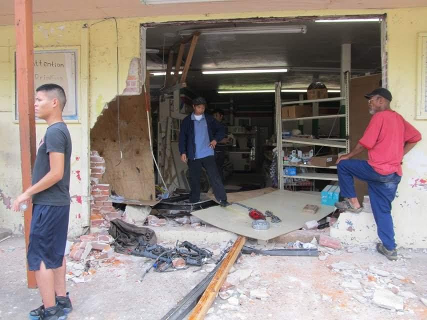Derrumban un muro y roban un cajero automático en Houston