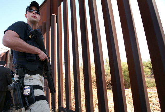 'Murió por agente de EEUU'Gobierno dice que agente de EEUU disparó a mexicano en frontera