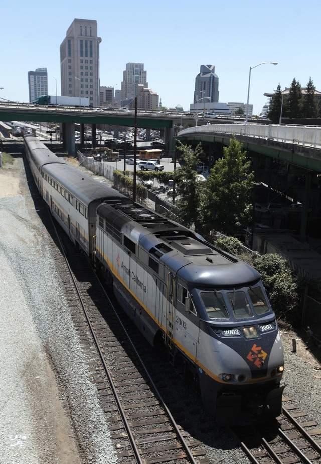 Tren de alta velocidad se topa con retos en California