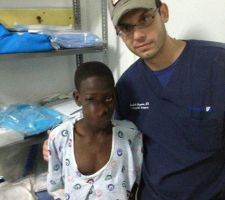 Devuelven a niño haitiano el rostro que le raptó un tumor