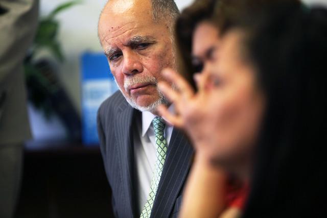 Familiares afectados por abusos en escuela Miramonte en LA