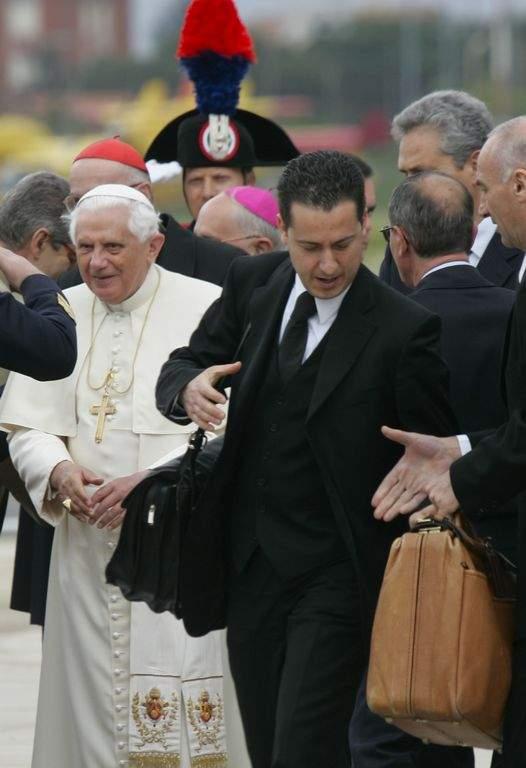 Seguirá arrestado el mayordomo de Benedicto XVI