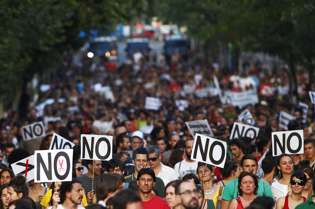 Manifestantes en Madrid se pronuncian con un NO rotundo ante la presión del Gobierno por los durísimos recortes..