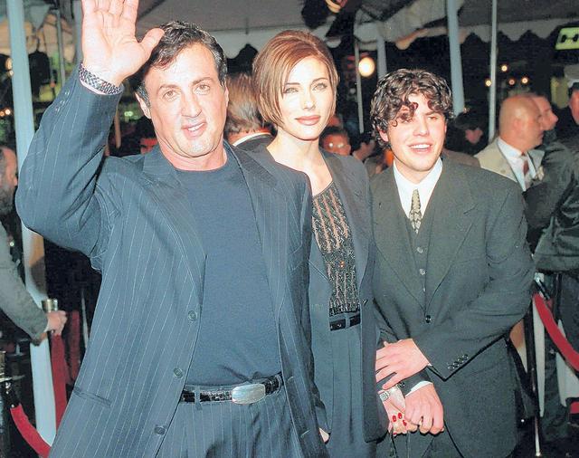 Sage Stallone (der.) en una foto con su padre, el actor  Sylvester Stalloney y Jennifer Flavin.