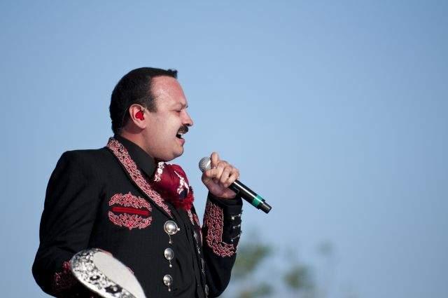 La actuación de Pepe Aguilar en Fiesta Broadway.