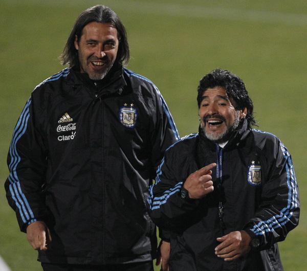 Maradona afirma que Riquelme traicionó al Boca Juniors