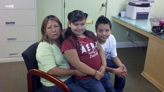Juana Reyes fue  arrestada por vender  tamales  y ahora enfrenta una orden de deportación.