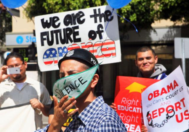 """Los """"soñadores"""" quieren que se les reconozca el derecho a recibir una educación superior; el derecho a contribuir en sus comunidades; el derecho a contribuir a la economía del país; y el derecho a soñar."""
