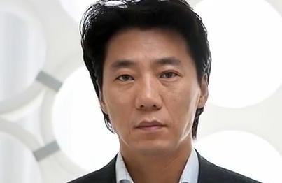 Lee, quien se encuentra libre bajo fianza, ya no está afiliado a la cadena de comercios.