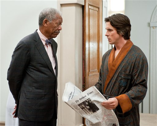 Bale junto a Morgan Freeman.