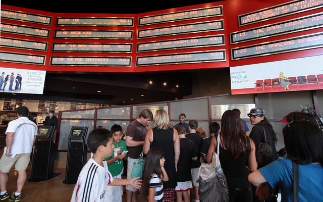 En  Los Ángeles, el público siguió asistiendo a las salas de cine con toda normalidad y sin temor.